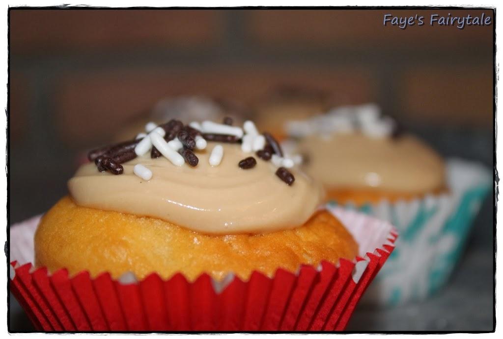 Backwerk: Vanille-Cupcakes mit Kakao-Frosting