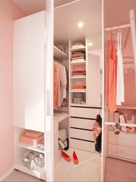 Begehbarer Kleiderschrank vs. offenes Ankleidezimmer